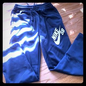 Nike SB dri fit size medium